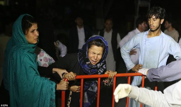 Ám ảnh hiện trường vụ đánh bom đám cưới ở Afghanistan, 63 người chết - Ảnh 6.
