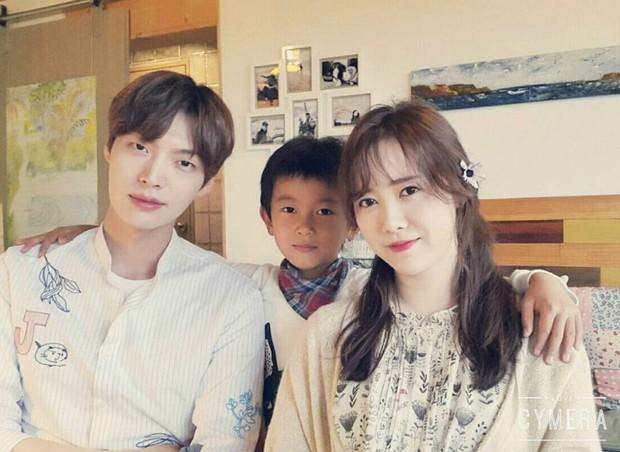 Gần như lần nào sánh bước bên nhau, Goo Hye Sun cũng ăn vận già hơn hẳn chồng trẻ, nới rộng thêm khoảng cách tuổi tác - Ảnh 4.