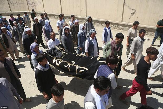 Ám ảnh hiện trường vụ đánh bom đám cưới ở Afghanistan, 63 người chết - Ảnh 8.