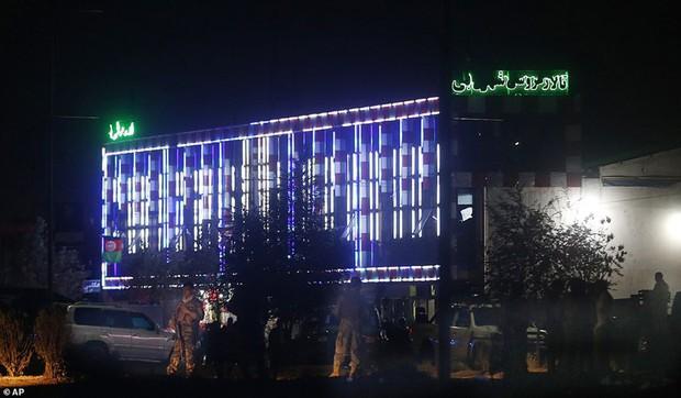 Ám ảnh hiện trường vụ đánh bom đám cưới ở Afghanistan, 63 người chết - Ảnh 10.
