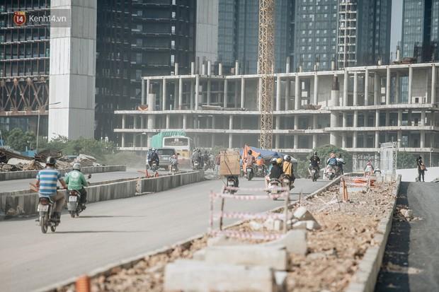 Những đại công trường biến đường phố Hà Nội ngập trong sương bụi - Ảnh 13.
