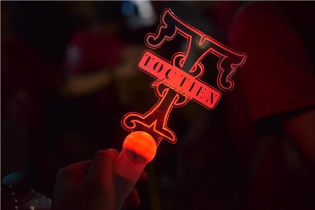 Chẳng thua kém gì các idol Hàn Quốc, ca sĩ Việt cũng sở hữu những lightstick độc đáo khiến FC phổng mũi tự hào - Ảnh 23.