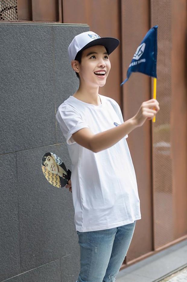 Chẳng thua kém gì các idol Hàn Quốc, ca sĩ Việt cũng sở hữu những lightstick độc đáo khiến FC phổng mũi tự hào - Ảnh 7.