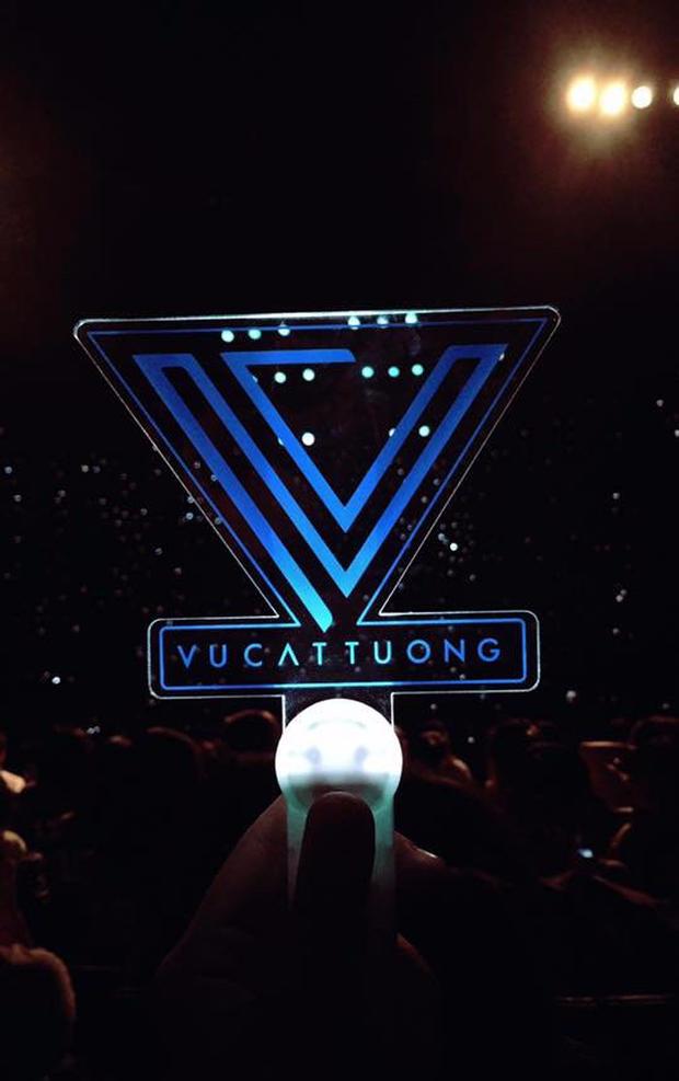 Chẳng thua kém gì các idol Hàn Quốc, ca sĩ Việt cũng sở hữu những lightstick độc đáo khiến FC phổng mũi tự hào - Ảnh 10.