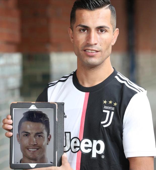 """Chàng thợ xây một bước đổi đời nhờ ngoại hình """"anh em song sinh"""" với Ronaldo - Ảnh 4."""