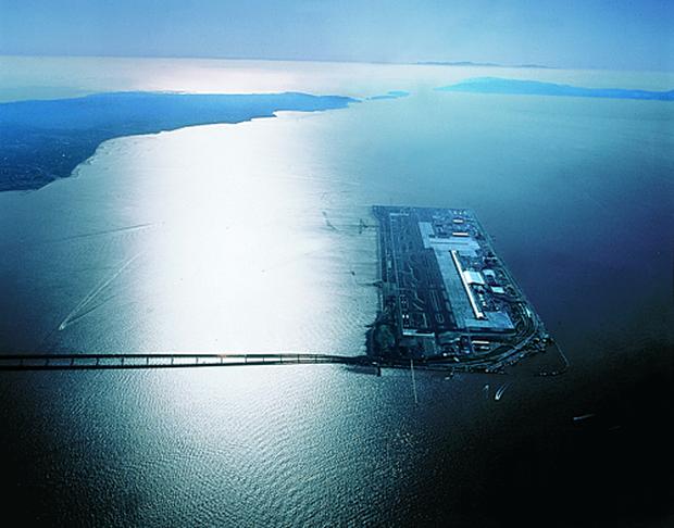 Cứ tưởng chỉ có ở trong phim, nhưng Nhật Bản thực sự có một siêu sân bay nổi trên mặt biển với số tiền đầu tư lên đến 20 tỷ đô - Ảnh 3.