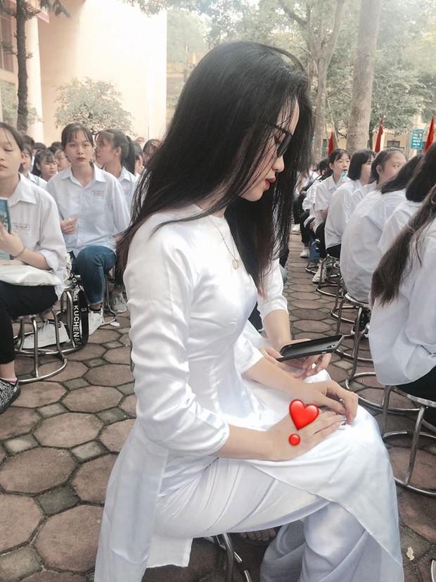 Ngủ gật trong lễ khai giảng, nữ sinh gây sốt vì vẻ ngoài xinh xắn nhưng vẫn bị chê diễn, làm màu - Ảnh 7.