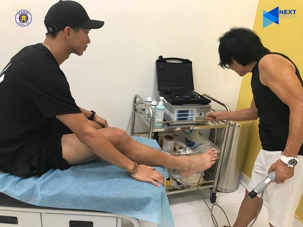 Văn Hậu lạc quan dù bỏ lỡ trận đấu với Thái Lan cùng ĐT Việt Nam: Chấn thương là điều bình thường, may chỉ nghỉ 4-5 tuần - Ảnh 1.