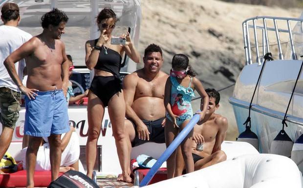 Lâu không lên sóng, Ronaldo béo khiến dân tình ngỡ ngàng bởi vòng 2 quá khổ và căn bệnh này là nguyên nhân đằng sau - Ảnh 1.