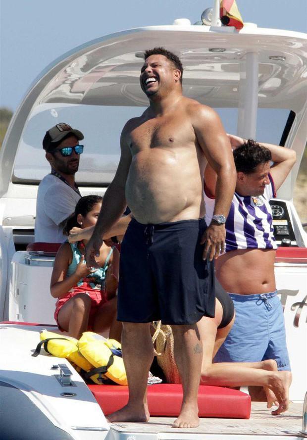 Lâu không lên sóng, Ronaldo béo khiến dân tình ngỡ ngàng bởi vòng 2 quá khổ và căn bệnh này là nguyên nhân đằng sau - Ảnh 2.
