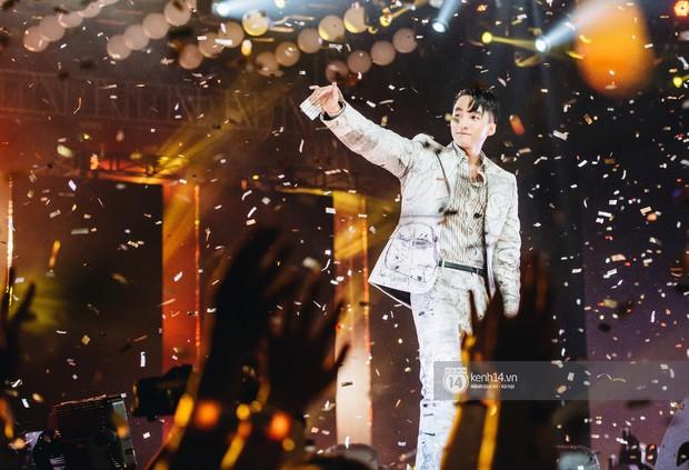 Chẳng thua kém gì các idol Hàn Quốc, ca sĩ Việt cũng sở hữu những lightstick độc đáo khiến FC phổng mũi tự hào - Ảnh 1.