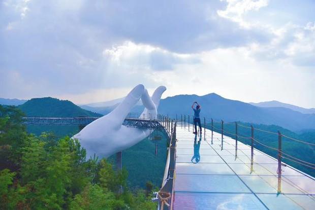Cây cầu mới khai trương tại Trung Quốc trông y chang Cầu Vàng Việt Nam - Ảnh 8.