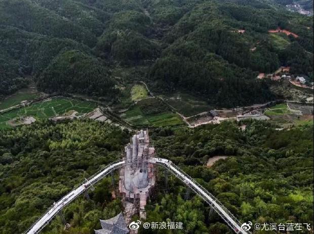 Cây cầu mới khai trương tại Trung Quốc trông y chang Cầu Vàng Việt Nam - Ảnh 6.