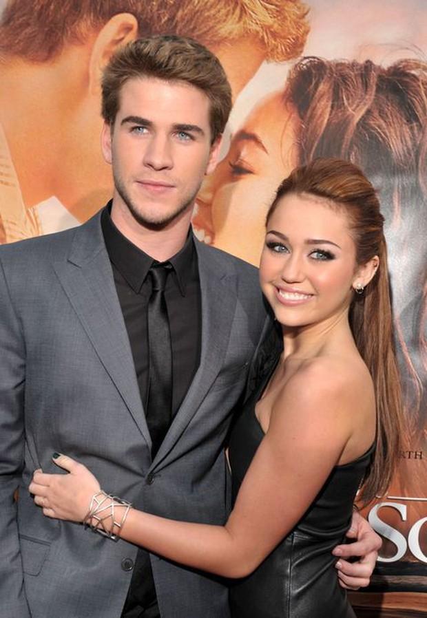 Muốn biết chuyện tình của Miley Cyrus - Liam Hemsworth thăng trầm ra sao, nghe 4 bài hát này là đủ cho 10 năm! - Ảnh 2.