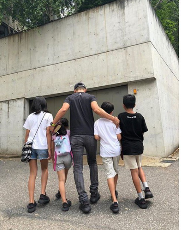 Sau 2 vụ ly hôn gây sốc, có 6 cặp vợ chồng sao vẫn khiến fan tin vào tình yêu: Choáng với số con nhỏ trong gia đình! - Ảnh 13.