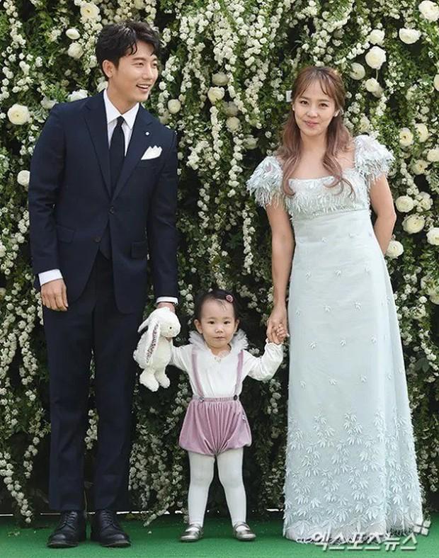Sau 2 vụ ly hôn gây sốc, có 6 cặp vợ chồng sao vẫn khiến fan tin vào tình yêu: Choáng với số con nhỏ trong gia đình! - Ảnh 5.
