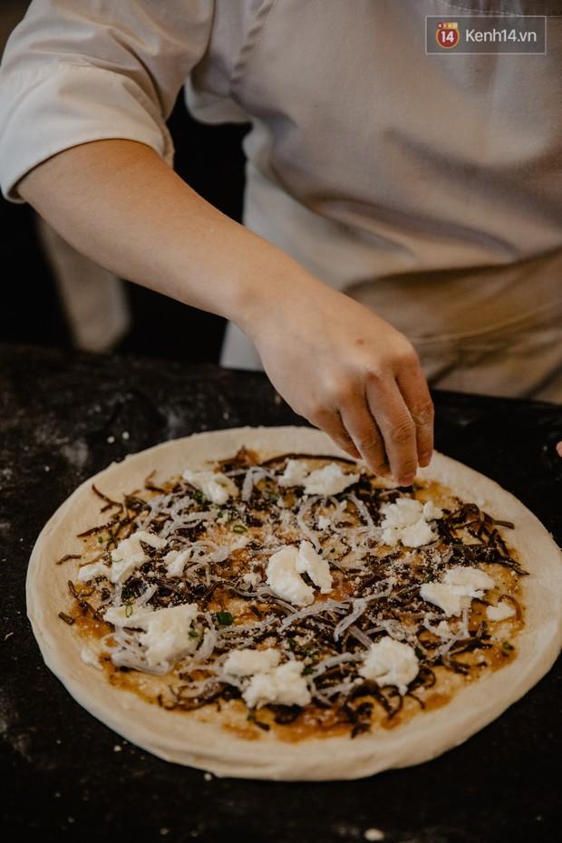 Lấy hết can đảm ăn một miếng pizza cơm tấm sườn bì trứng đang hot rần rần của Pizza 4Ps: Tưởng không ngon ai ngờ ngon không tưởng! - Ảnh 5.