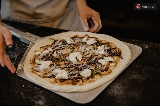 Lấy hết can đảm ăn một miếng pizza cơm tấm sườn bì trứng đang hot rần rần của Pizza 4Ps: Tưởng không ngon ai ngờ ngon không tưởng! - Ảnh 4.