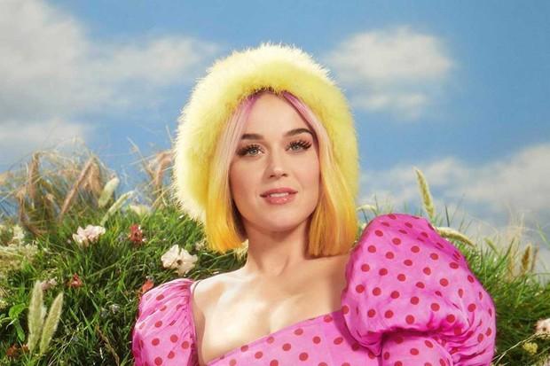 """Dù bị chê """"flop"""" tơi tả nhưng Katy Perry vẫn sở hữu kỳ tích đáng gờm mà Taylor Swift, Ariana Grande mơ cũng không có - Ảnh 2."""