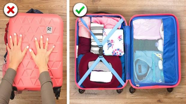 """Xếp hành lý du lịch cũng là một nghệ thuật, liệu bạn đã biết hết những """"tuyệt chiêu"""" pack đồ thông minh này chưa? - Ảnh 1."""