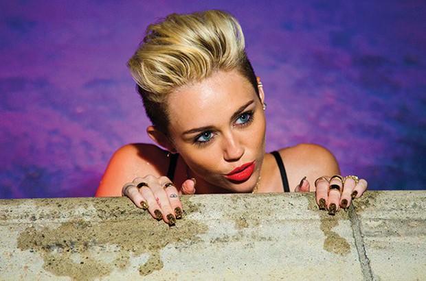 Muốn biết chuyện tình của Miley Cyrus - Liam Hemsworth thăng trầm ra sao, nghe 4 bài hát này là đủ cho 10 năm! - Ảnh 4.