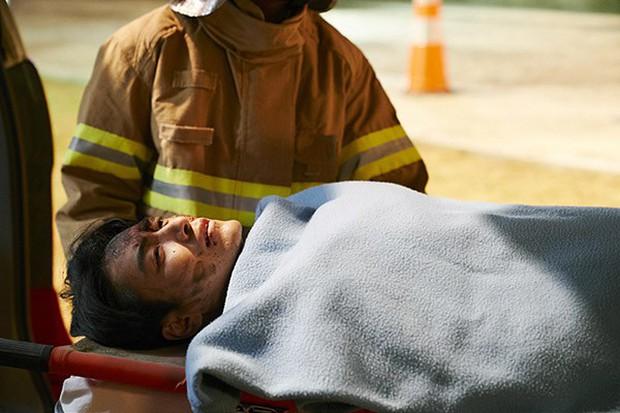 6 cảnh chấn động của Lee Joon Hyuk ở Tổng Thống 60 Ngày: Con tàu chỉ có một thuyền trưởng, tôi là người đó! - Ảnh 4.