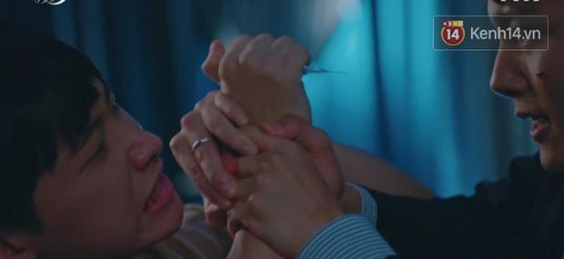 Hotel Del Luna tập 12: CEO IU hôn đắm đuối trai trẻ, người tình truyền kiếp không hề phản bội cô trong quá khứ! - Ảnh 6.