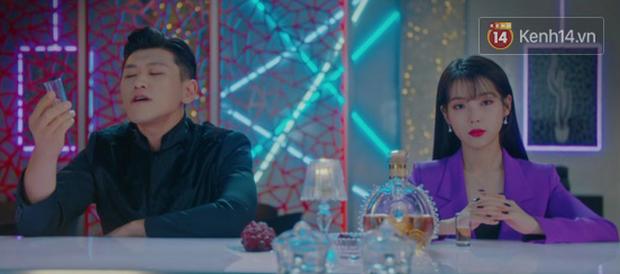 Hotel Del Luna tập 12: CEO IU hôn đắm đuối trai trẻ, người tình truyền kiếp không hề phản bội cô trong quá khứ! - Ảnh 17.