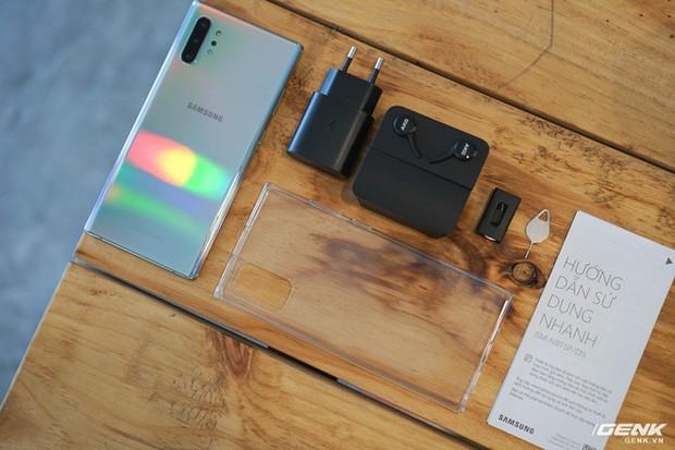 Mở hộp Galaxy Note10+ màu Ánh Cực Quang xem có gì mới mà dân tình trầm trồ đến vậy - Ảnh 4.