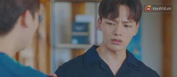 Tấu hài như Hotel Del Luna: CEO IU ngày càng lầy lội, BTS bất ngờ làm cameo tại khách sạn ma quái? - Ảnh 11.