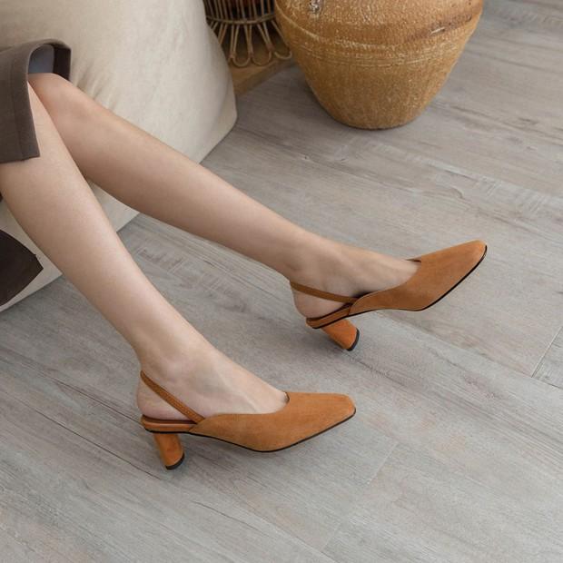 4 mẫu giày tưởng lùn mà lại vẫn hack dáng tôn chân, các nàng công sở không sắm ngay thì quá phí - Ảnh 1.