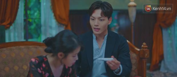 Tấu hài như Hotel Del Luna: CEO IU ngày càng lầy lội, BTS bất ngờ làm cameo tại khách sạn ma quái? - Ảnh 30.