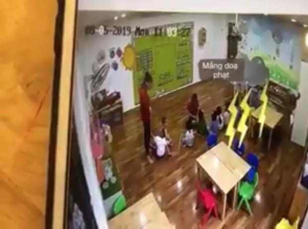 Clip: Cô giáo mầm non cơ sở Maple Bear Westlake Point dọa nạt, nhốt trẻ trong tủ quần áo 50 giây vì không nghe lời - Ảnh 2.
