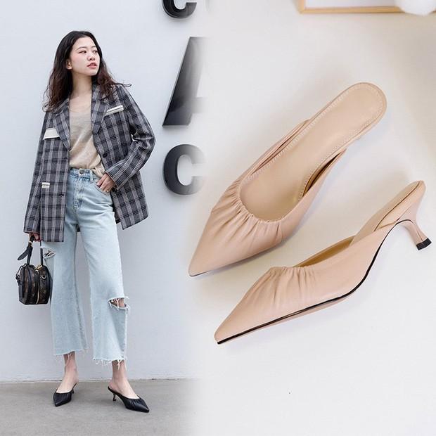 4 mẫu giày tưởng lùn mà lại vẫn hack dáng tôn chân, các nàng công sở không sắm ngay thì quá phí - Ảnh 6.