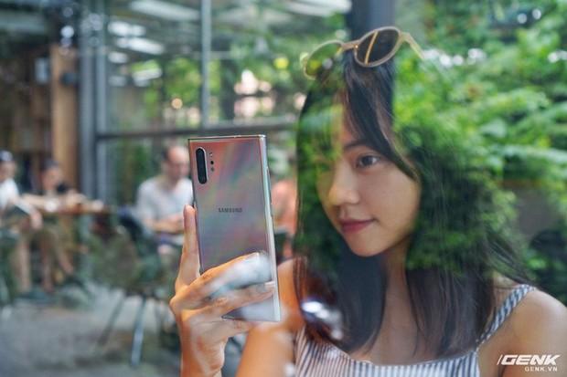 Mở hộp Galaxy Note10+ màu Ánh Cực Quang xem có gì mới mà dân tình trầm trồ đến vậy - Ảnh 6.