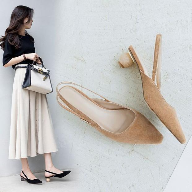 4 mẫu giày tưởng lùn mà lại vẫn hack dáng tôn chân, các nàng công sở không sắm ngay thì quá phí - Ảnh 2.