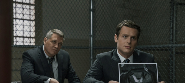 Mindhunter 2: Bù đầu đi bắt tội phạm nhưng chị cảnh sát vẫn đủ rảnh để cua bạn gái? - Ảnh 3.