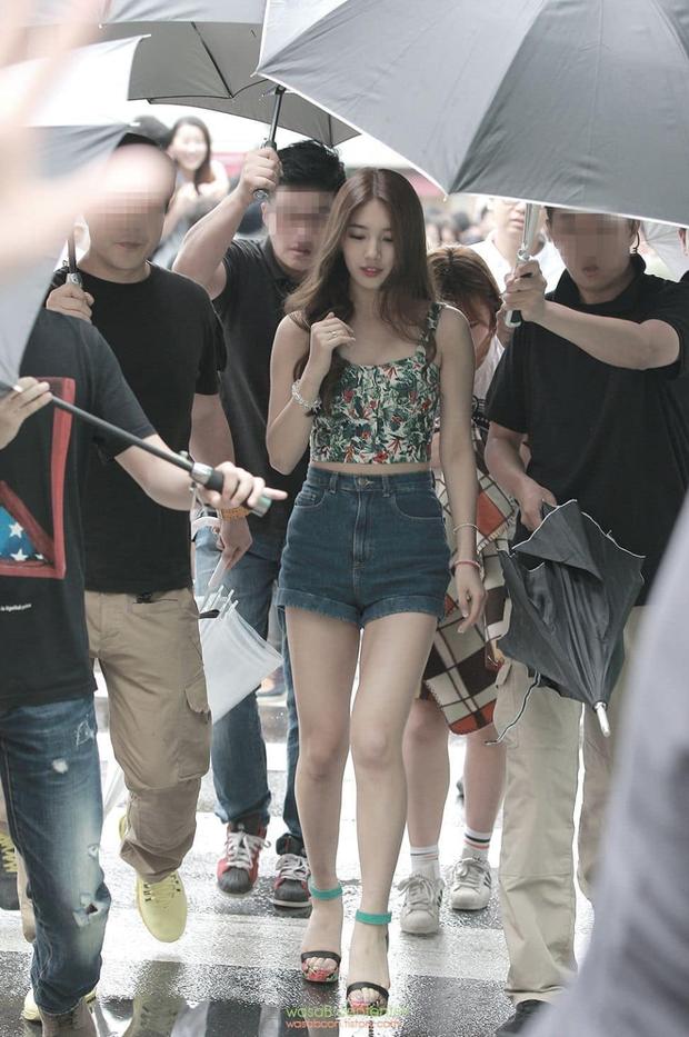 Đạt 2 triệu like, ảnh Suzy bước đi giữa dàn vệ sĩ bỗng thành hiện tượng: Khí chất nữ thần nhường này bảo sao gây bão? - Ảnh 2.