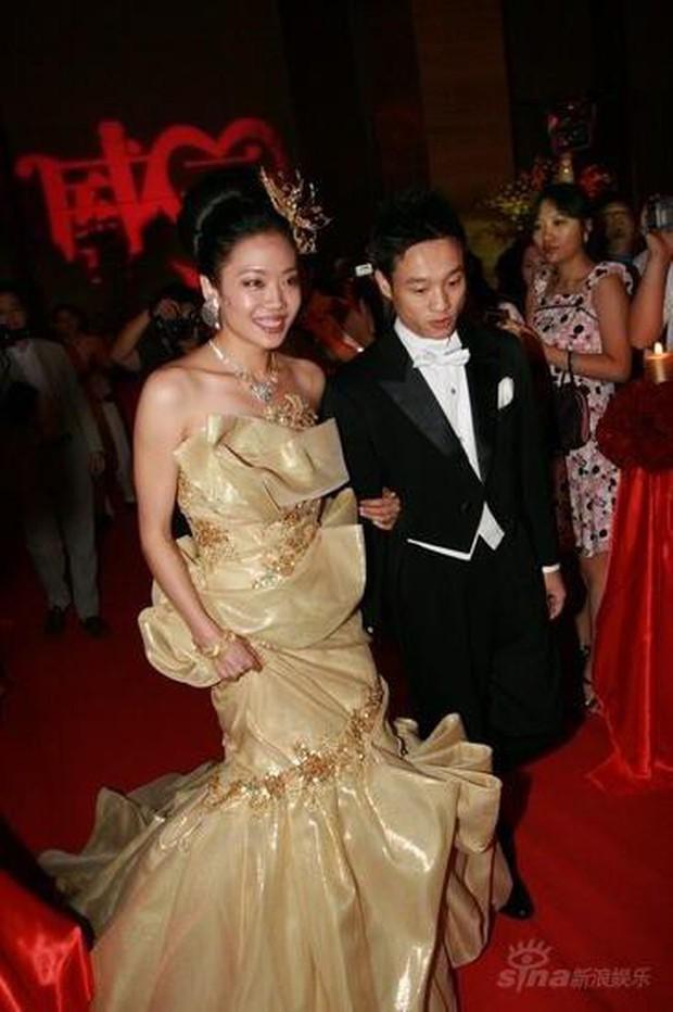 Ngỡ váy cưới 7 tỷ của Angela Baby đã phá đảo showbiz, nào ngờ vẫn thua xa đầm bằng vàng của mỹ nhân làng thể thao - Ảnh 9.
