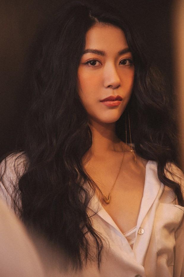 Bỏng mắt với bộ ảnh diện nội y hiếm hoi của Thúy Vân: Khoe đường cong bốc lửa giữa tin đồn trở lại Hoa hậu Hoàn vũ - Ảnh 8.