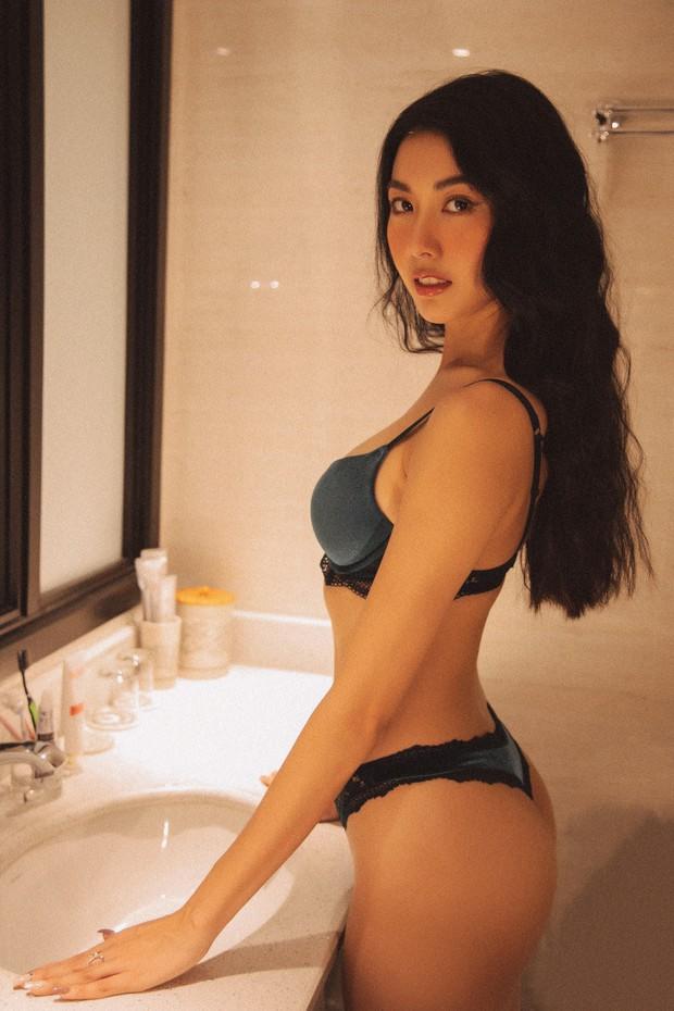 Bỏng mắt với bộ ảnh diện nội y hiếm hoi của Thúy Vân: Khoe đường cong bốc lửa giữa tin đồn trở lại Hoa hậu Hoàn vũ - Ảnh 1.
