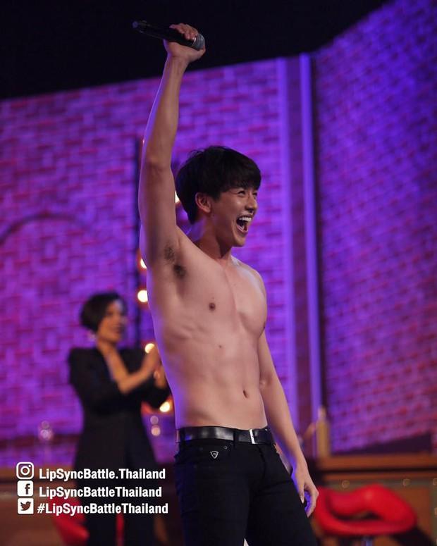 Dàn mỹ nam Thái thi nhau khoe body nóng bỏng trong show hát nhép! - Ảnh 1.