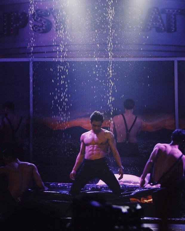 Dàn mỹ nam Thái thi nhau khoe body nóng bỏng trong show hát nhép! - Ảnh 11.