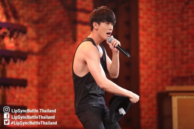 Dàn mỹ nam Thái thi nhau khoe body nóng bỏng trong show hát nhép! - Ảnh 2.