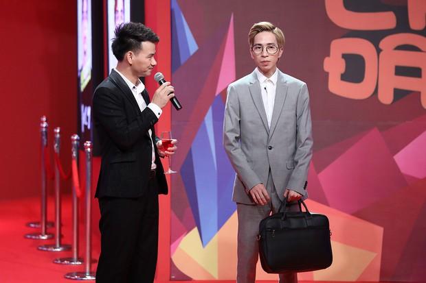 Quang Trung vạch áo mát-xa cho Trấn Thành trên sóng truyền hình - Ảnh 8.