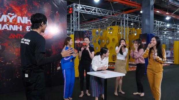 Đoạn phim không lên sóng của Mỹ nhân hành động: Trương Quỳnh Anh ngồi sụp xuống, muốn bỏ thi vì gặp lại Tim - Ảnh 1.