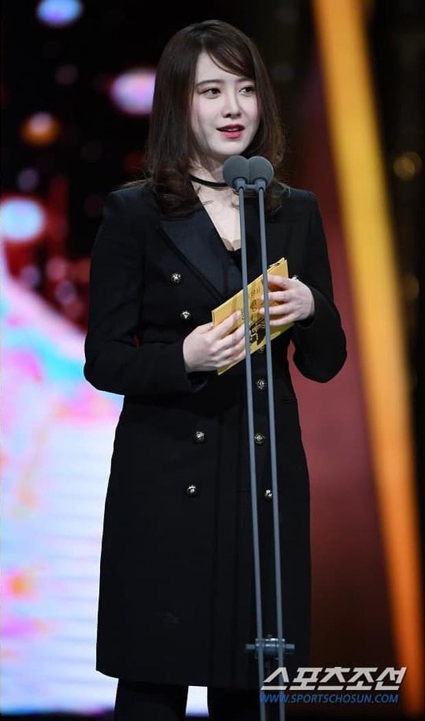 """Nghịch lý Goo Hye Sun: Cứ lên đồ """"lồng lộn"""" đi sự kiện thì già đau đớn, ảnh chụp sương sương lại trẻ như gái đôi mươi - Ảnh 8."""
