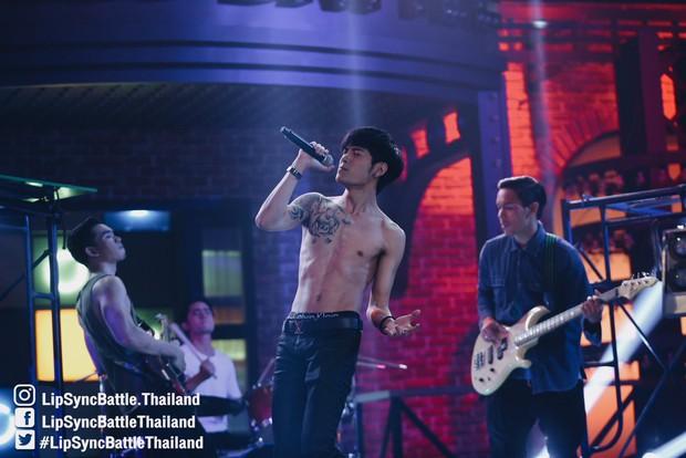 Dàn mỹ nam Thái thi nhau khoe body nóng bỏng trong show hát nhép! - Ảnh 5.