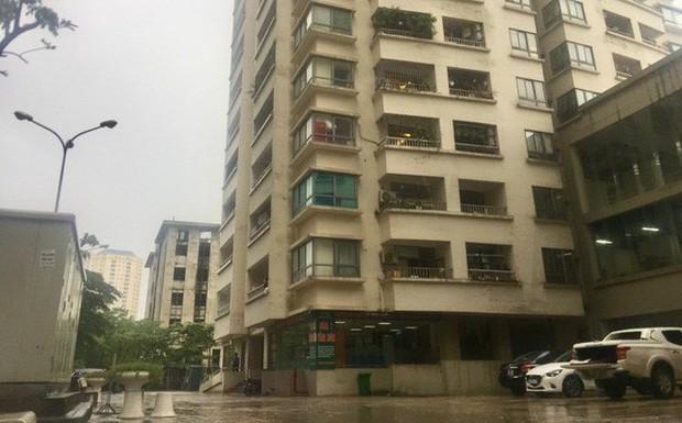 Nghi vấn bảo vệ chung cư ở Hà Nội sàm sỡ 2 bé gái trong thang máy - Ảnh 1.