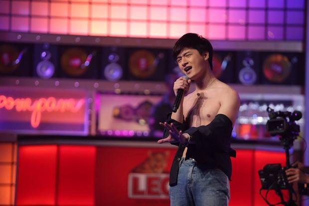Dàn mỹ nam Thái thi nhau khoe body nóng bỏng trong show hát nhép! - Ảnh 7.